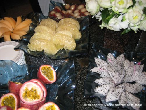 Tropical fruit with the savoury buffet
